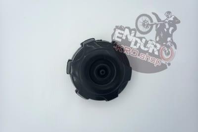03.07.0084 - Крышка топливного бака пластик CX250/300 A7L Крышка топл.бака пластик CX250/300 A7L -                                               cx250 300 a7l 400x267 изображение