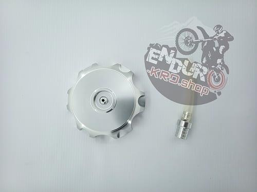 8713668001134 - Крышка топл.бака алюминий CNC CR250/300