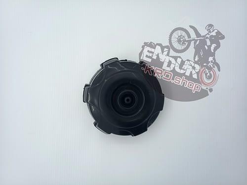 03.07.0084 - Крышка топливного бака пластик CX250/300 A7L